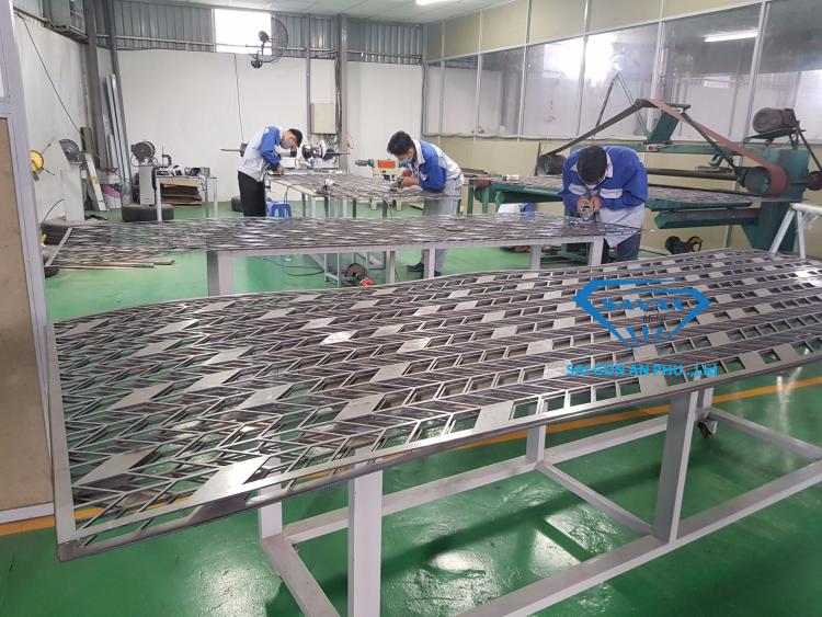 Vách ngăn gia công bằng công nghệ cắt laser inox tại Savax