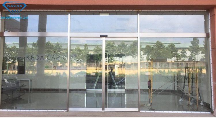 cửa kính trượt tự động được Inox Vạn Xuân thi công