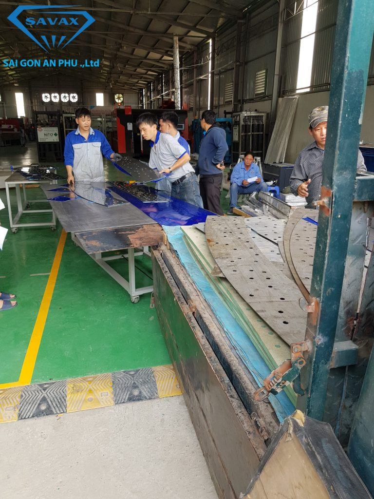 Xưởng Inox Vạn Xuân đang vận chuyển inox 304