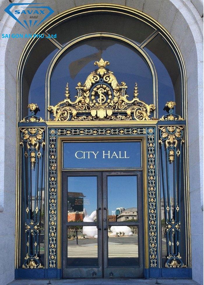 Mẫu cửa kính khung vòm inox mạ vàng