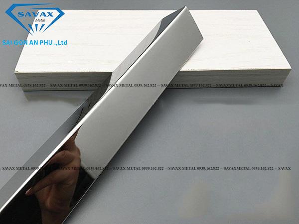 Mẫu nẹp chữ V bằng chất liệu inox 304 bóng gương