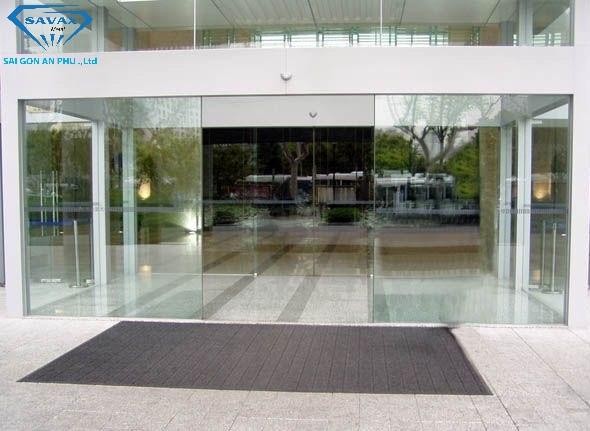 Mẫu cửa kính cho trung tâm thương mại
