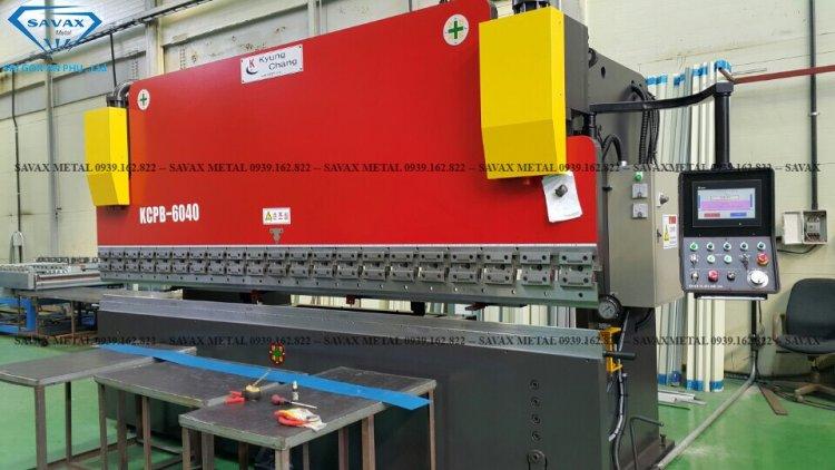 Máy gia công CNC bằng phương pháp chấn gấp
