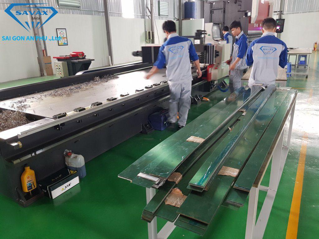 Máy bào bằng công nghệ CNC tại xưởng Vạn Xuân