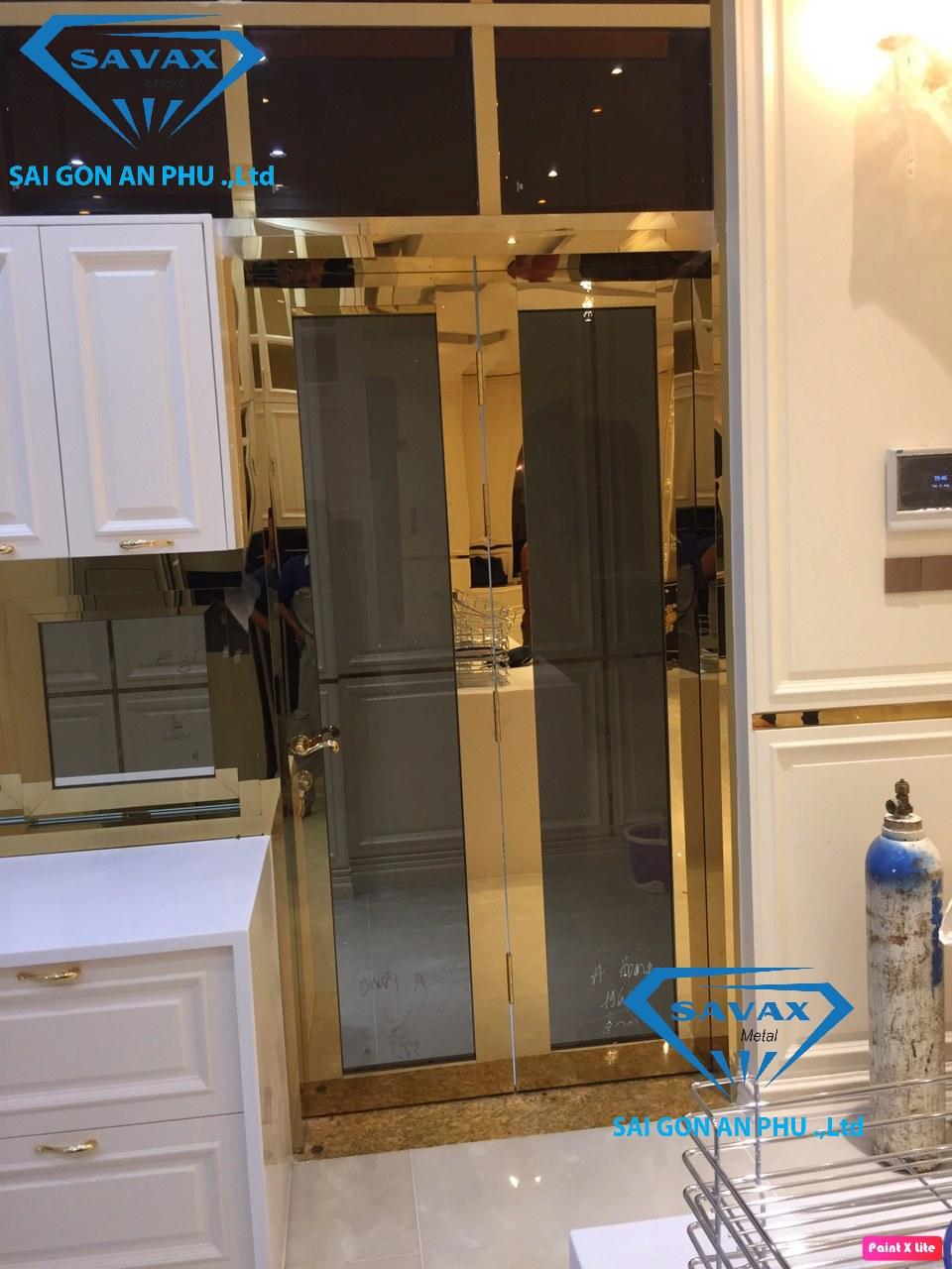 Cửa inox mạ vàng là gì mà làm cho phòng bếp thêm đẹp mắt