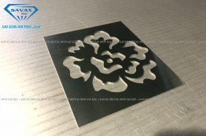 Cắt mẫu hoa văn trên kim loại bằng máy laser