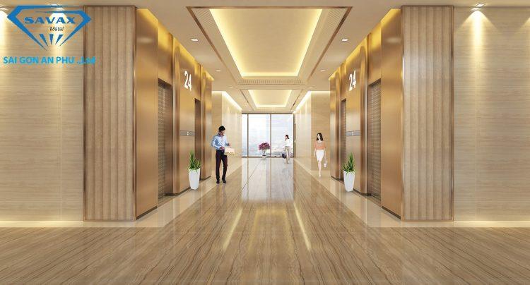 Trang trí cửa tầng thang máy bằng inox mạ vàng