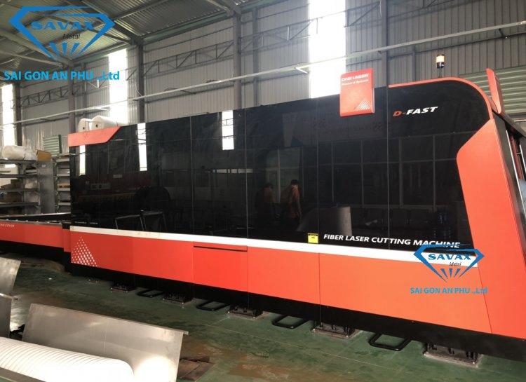 Máy cắt laser hiện đại nhập khẩu từ Hàn Quốc tại xưởng