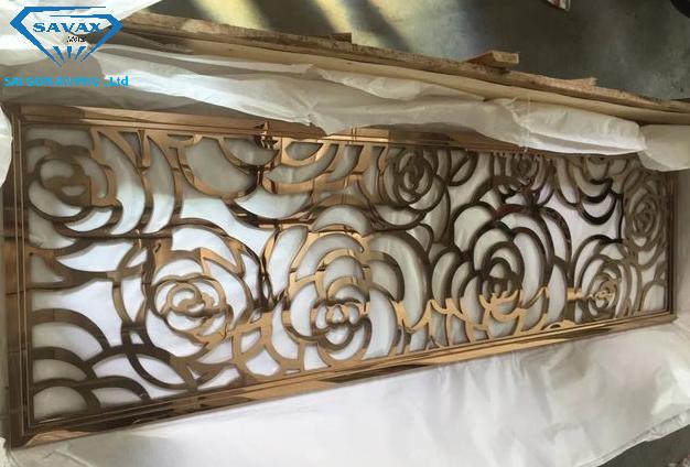 Mẫu vách ngăn inox mạ vàng vừa hoàn thiện tại xưởng