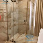 Mẫu nẹp cho phòng tắm bằng khung inox vàng đẹp mắt