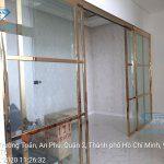 Mẫu cửa lùa kính khung inox mạ vàng